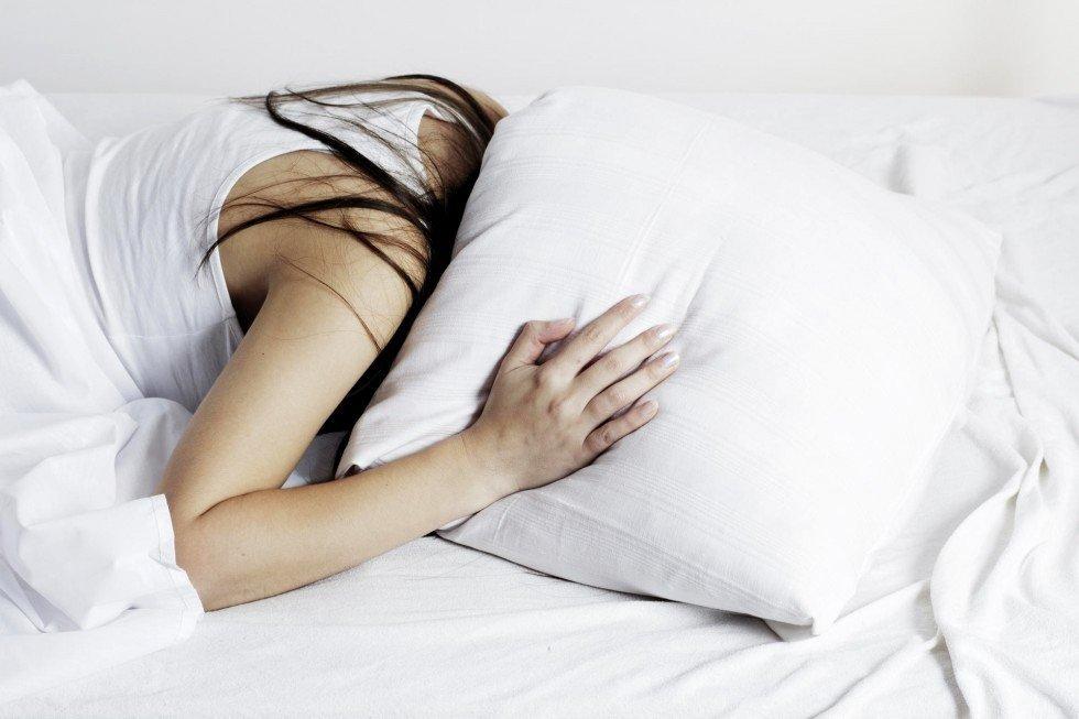 Nemiga - Miego problemos sutrikimai simptomai - Nemigos priežastys gydymas - Stresas nuovargis - Kaip įveikti nemigą be vaistų? - Kaip efektyviai kovoti su nemiga? - Miegojimo pozos nėštumo metu - Kokybiško miego patarimai kaip greitai užmigti